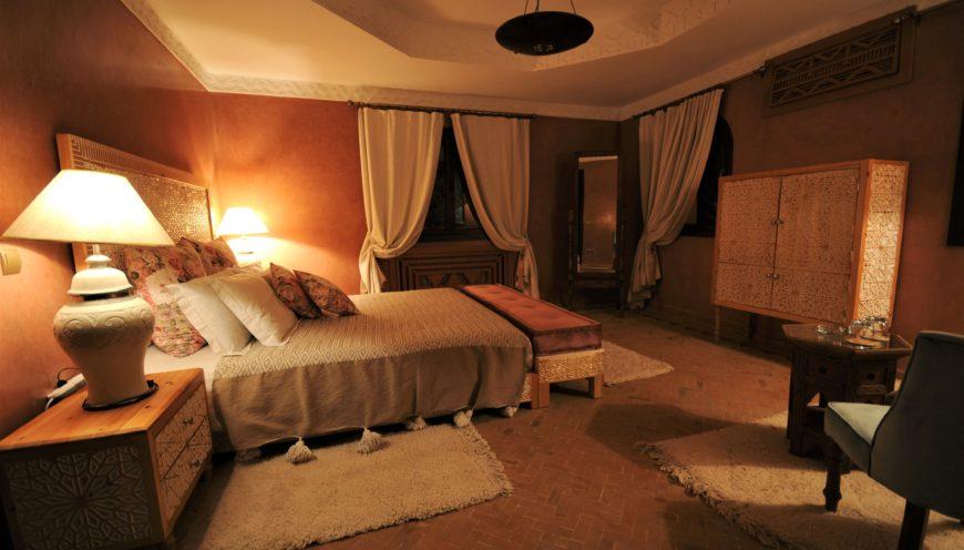https://www.villamalikasilvana.com/wp-content/uploads/2020/12/Chambre-le-papillon-Villa-Malika-Marrakech-1-870x496.jpg