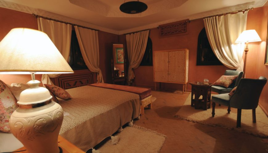 https://www.villamalikasilvana.com/wp-content/uploads/2020/12/Chambre-le-papillon-Villa-Malika-Marrakech-2-870x496.jpg