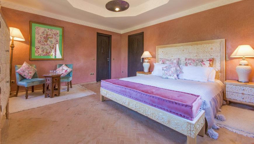https://www.villamalikasilvana.com/wp-content/uploads/2020/12/Chambre-le-papillon-Villa-Malika-Marrakech-4-870x496.jpg