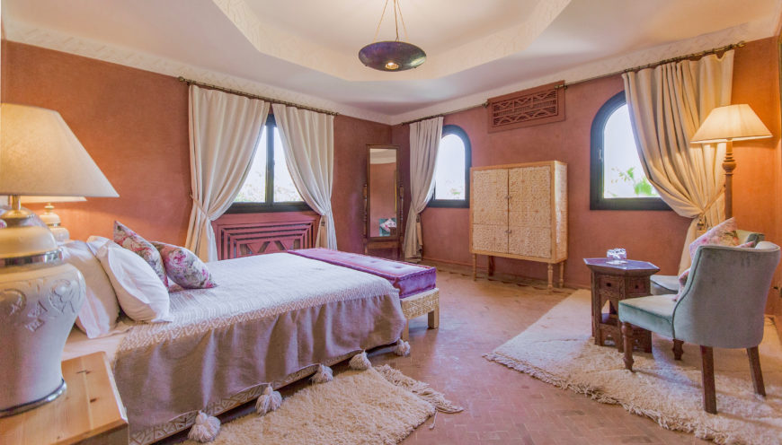 https://www.villamalikasilvana.com/wp-content/uploads/2020/12/Chambre-le-papillon-Villa-Malika-Marrakech-5-870x496.jpg
