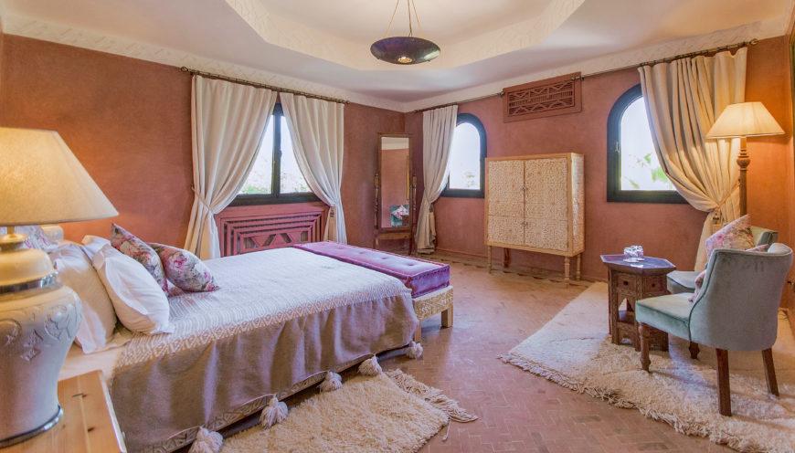 https://www.villamalikasilvana.com/wp-content/uploads/2020/12/Chambre-le-papillon-Villa-Malika-Marrakech-6-870x496.jpg