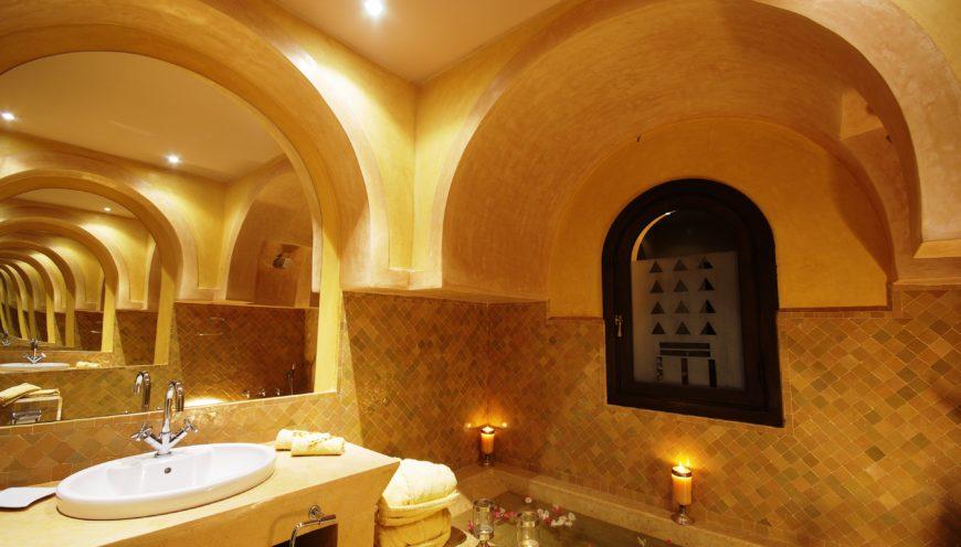 https://www.villamalikasilvana.com/wp-content/uploads/2020/12/Chambre-le-papillon-Villa-Malika-Marrakech-7-870x496.jpg