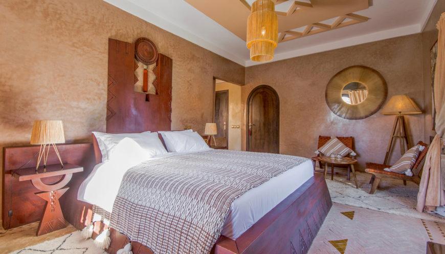 https://www.villamalikasilvana.com/wp-content/uploads/2020/12/Suite-la-cochenille-Villa-Malika-Silvana-4-870x496.jpg