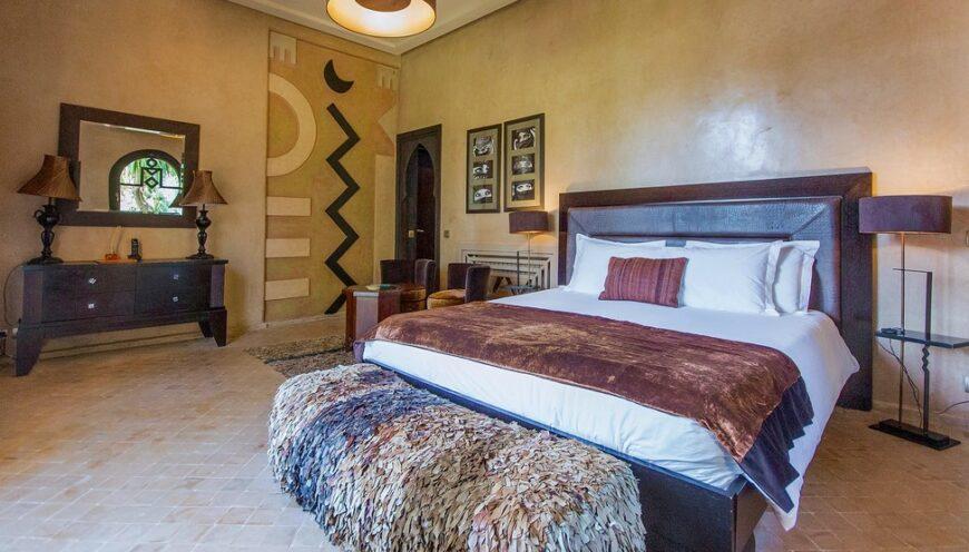 https://www.villamalikasilvana.com/wp-content/uploads/2020/12/Suite-le-Paon-Villa-Marrakech-1-870x496.jpg
