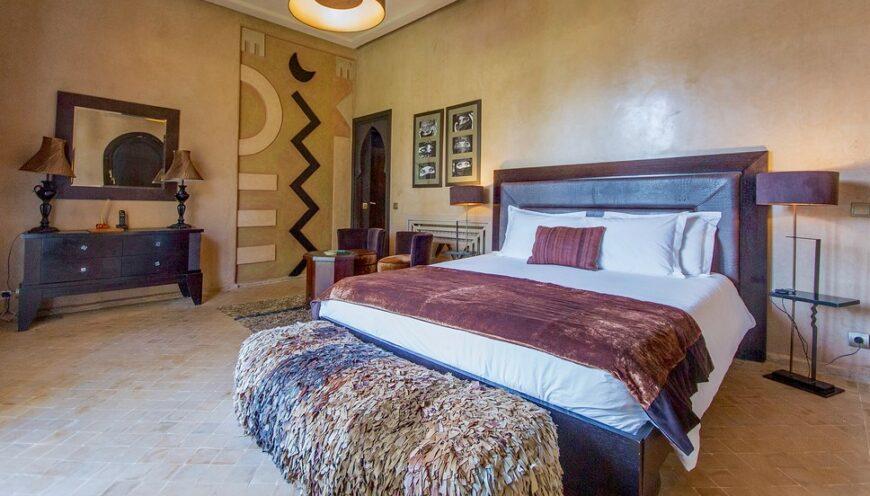https://www.villamalikasilvana.com/wp-content/uploads/2020/12/Suite-le-Paon-Villa-Marrakech-2-870x496.jpg