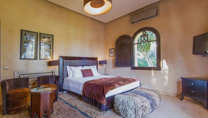 https://www.villamalikasilvana.com/wp-content/uploads/2020/12/Suite-le-Paon-Villa-Marrakech-4-870x496.jpg