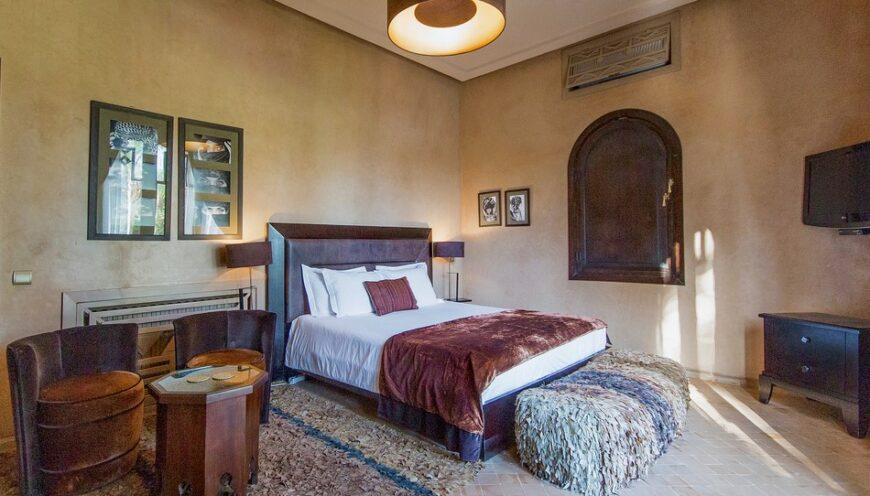 https://www.villamalikasilvana.com/wp-content/uploads/2020/12/Suite-le-Paon-Villa-Marrakech-5-870x496.jpg